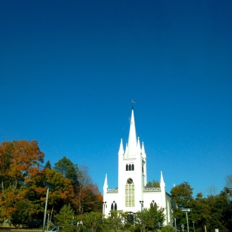 A pretty church on the way to the wedding. Picture perfect New England day.